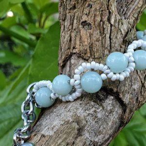Bracelet en aventurine verte, tressé avec des perles de rocaille sur fil cablé ; acier inoxydable