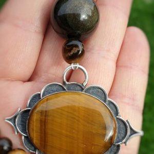 Pendentif collier en obsidienne dorée et en oeil de tigre. Collier de protection contre les énergies négatives.