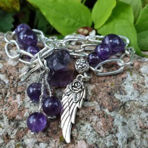bracelet en améthyste, dans le style gipsy boho avec ses chaînes aux larges maillons en argent. Pierres d'améthystes naturelles.