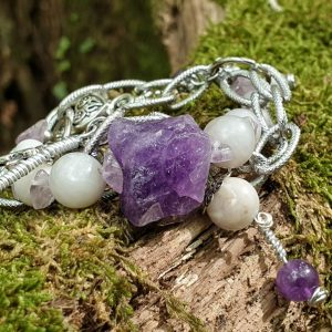 bracelet en agate blanche et améthyste brute, chaine acier inoxydable