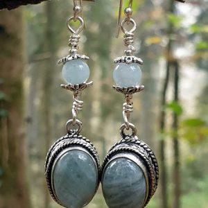 Paire de boucles d'oreilles en aigue marine, ou aquamarine, façon vintage baroque