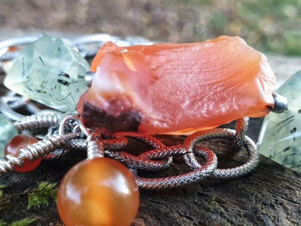 Bracelet gipsy boho en cornaline et prehnite, multi-rangées