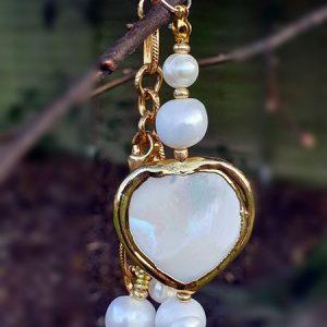 Bracelet en coeur de nacre, perles de culture véritable sur chaine dorée