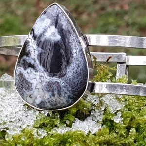 Bracelet rigide en opale dendrite ou merlinite, pierre de magie, pierre naturelle chaman.