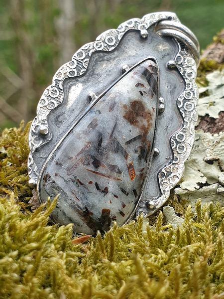 Pendentif en astrophyllite naturelle, pierre de russie