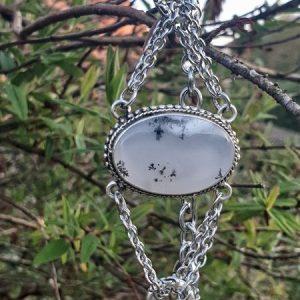 Bracelet en opale dendrite ou merlinite, acier inoxydable et plaqué argent pour la partie centrale