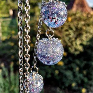 pendentif bulle de résine poussières d'étoile glitter holographique