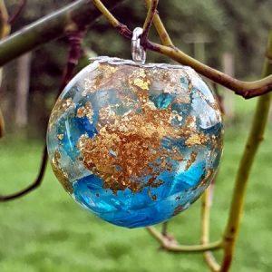 Bulle pendentif de quartz aqua aura avec feuille d'or véritable