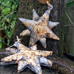 Feuille d'or dans résine époxy et paillettes argentées dans étoile
